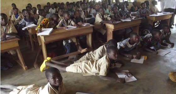 La classe pléthorique, un phénomène récurent en Afrique